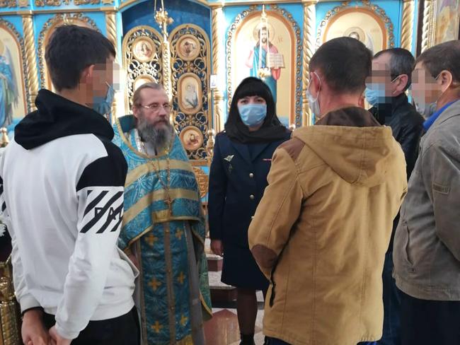 В Чистополе осужденные без изоляции от общества посетили православный храм и побеседовали со священнослужителем